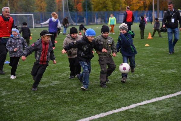 Где лучше всего учат футболу?